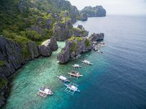 暗藏的海滩在El的Nido,巴拉望岛,菲律宾Matinloc海岛 游览C路线和观光的地方 库存图片
