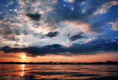 暗藏的龙海岛日落 库存图片