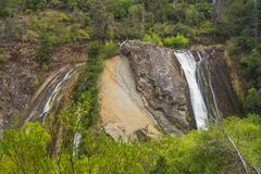 暗藏的Waterflall巴塔哥尼亚的埃尔博尔松阿根廷叫Cascad 免版税图库摄影