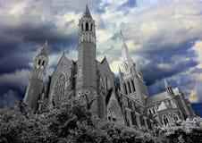 黑暗被困扰的教会 库存图片