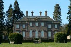 暗褐色房子montrose 图库摄影