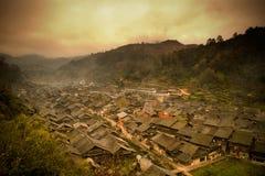 暮色东少数民族村庄在中国 库存图片