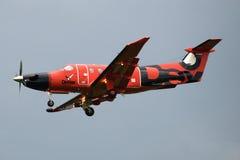 暮色天空的航空器Pilatus PC-12/47E RA-01505俄国出租飞机德克斯特特写镜头 免版税库存照片