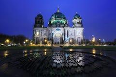 暮色时间的柏林大教堂,德国 库存照片