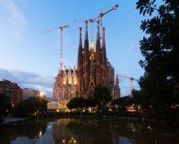 暮色时间的Sagrada Familia 巴塞罗那西班牙 免版税图库摄影