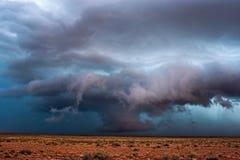 暴风云和剧烈,不祥的天空 免版税库存图片