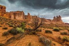 暴风云和雨在拱门国家公园 免版税图库摄影