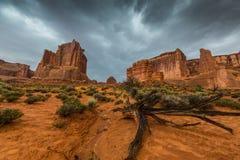 暴风云和雨在拱门国家公园 免版税库存图片