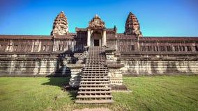 暹粒,柬埔寨, 2015年12月06日:吴哥窟寺庙正面图在柬埔寨 吴哥窟是一个著名旅游attra 库存图片