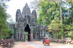 暹粒,柬埔寨-公寸10 2016年:胜利门在吴哥城 图库摄影