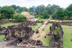暹粒,柬埔寨- 2016年12月01日:在Roluos寺庙的Bakong F. stratocaster电吉他 图库摄影