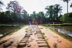 暹粒,柬埔寨- 2017年10月10日:惊人的寺庙的游人 免版税库存照片