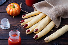 曲奇饼万圣夜庆祝的Witchs手指 免版税图库摄影