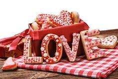 曲奇饼与词爱和情人节 免版税库存照片