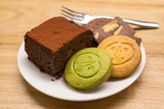 曲奇饼和果仁巧克力 免版税图库摄影