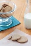 曲奇饼和牛奶 图库摄影