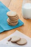 曲奇饼和牛奶 库存照片