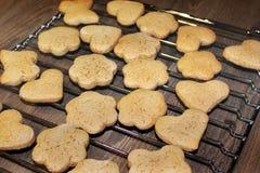 曲奇饼在厨房里 r 免版税库存图片