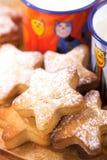 曲奇饼姜饼开玩笑牛奶星形 库存图片