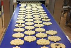 曲奇饼工厂生产 库存图片