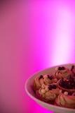 曲奇饼有紫色背景 库存照片