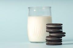 曲奇饼牛奶 免版税图库摄影