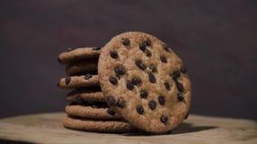 曲奇饼用巧克力捏碎,自转360度 影视素材