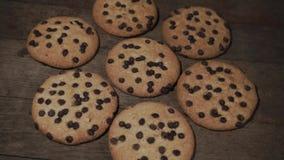 曲奇饼用巧克力捏碎,自转360度 股票录像