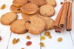 曲奇饼用桂香和葡萄干 免版税库存图片