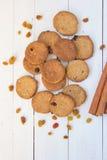 曲奇饼用桂香和葡萄干 图库摄影