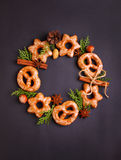 曲奇饼用香料桂香和茴香 免版税库存照片