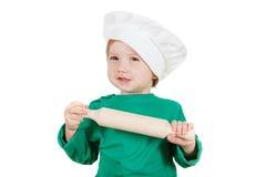 曲奇饼的可笑的小男孩揉的面团,隔绝在白色 库存图片