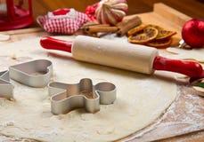 曲奇饼面团自创为圣诞节 免版税库存照片