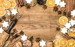 曲奇饼香料圣诞节食物背景葡萄酒 免版税库存图片