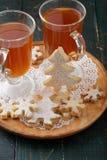 曲奇饼dof姜饼被仔细考虑的浅酒 库存图片