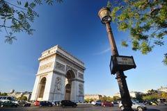 曲拱凯旋式的巴黎 免版税库存照片