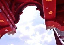曲拱和云彩 库存图片