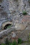 曲拱和墙壁,赫库兰尼姆考古学站点,褶皱藻属,意大利 库存照片
