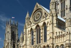 曲拱和柱子在约克大教堂 图库摄影