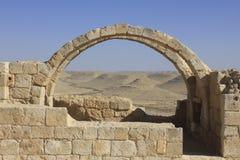 曲拱和窗口在古老Avdat罗马村庄 免版税图库摄影