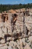 曲拱和洞在布赖斯峡谷 免版税图库摄影