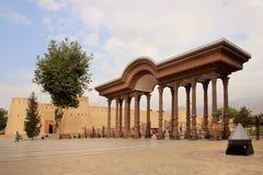 曲拱在公园和苦盏堡垒(城堡),塔吉克斯坦在苦盏市,塔吉克斯坦 免版税库存照片
