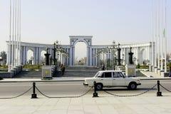 曲拱在公园 库存照片