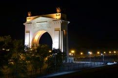 曲拱在晚上 免版税库存照片