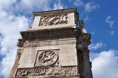 曲拱在罗马,意大利 免版税库存照片