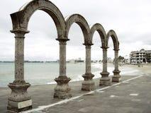 曲拱在巴亚尔塔港墨西哥 免版税库存图片