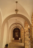 曲拱在Basilian修道院里 免版税库存照片