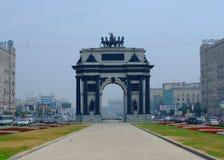 曲拱城市日横向巴黎晴朗凯旋式 免版税库存照片