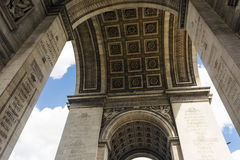 曲拱城市日横向巴黎晴朗凯旋式 详细资料 巴黎 法国 图库摄影