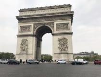 曲拱城市日横向巴黎晴朗凯旋式 库存照片